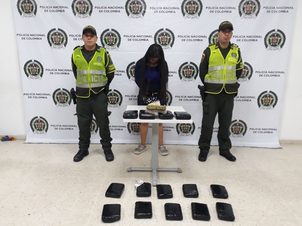 Policía Metropolitana de Villavicencio capturó a una mujer con 8 kilos de marihuana prensada