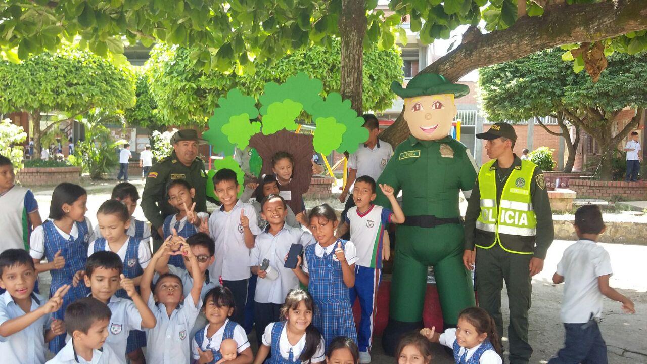 Policía Ambiental prepara a los niños de Yopal para celebrar el día mundial del  árbol