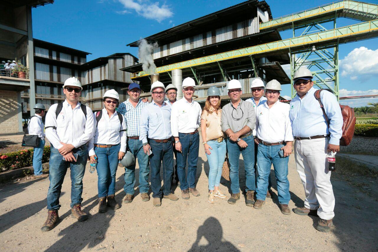 Ministro de Agricultura y director de UPRA realizan recorrido por proyectos de producción de palma en el sur de Casanare