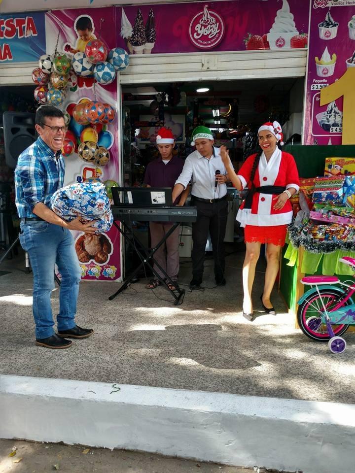 """#EnAudio """"El festival del juguete"""" llegó a la distribuidora y piñatería la Décima, aprovecha y magrugale a diciembre."""