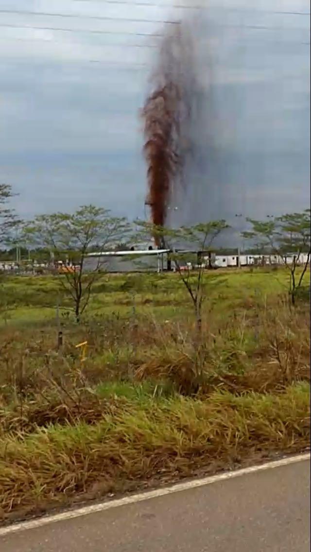 #EnAudio Una explosión se habría presentado en el pozo petrolero La Casona, ubicado en el centro poblado de San José del Bubuy, área rural de #Aguazul.