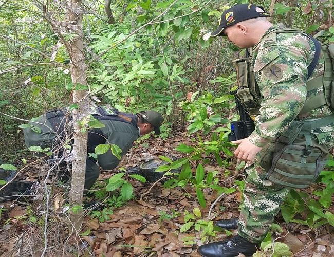 Ejército y Policía Nacional hallaron depósito ilegal con explosivos en Hato Corozal .