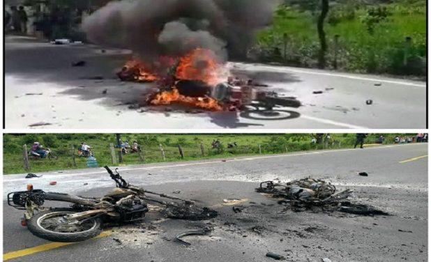 Por adelantar sin precaución, dos motos se estrellaron de frente y murieron sus dos conductores.