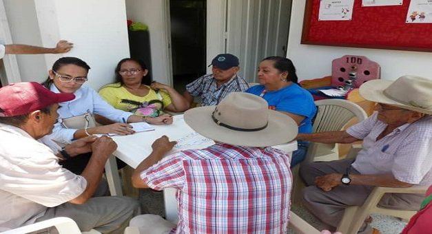 Ancianos de atención en los Centros Vida están recibiendo alimentos de la empresa privada.