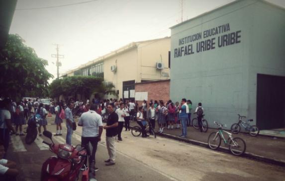 Noticia en desarrollo: Padres de familia del Colegio Rafael Uribe Uribe de Pore están en paro por la falta de docentes