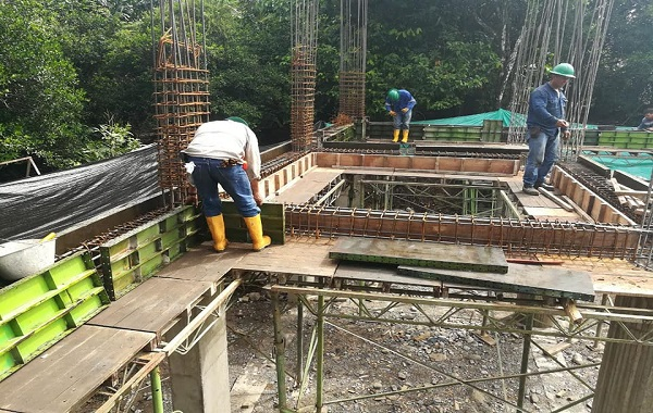 Con apoyo de Equión, avanza construcción del nuevo templo católico de El Morro.
