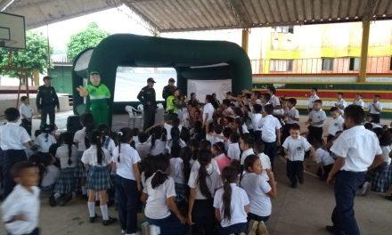 Policía realizó una jornada de silbatón en contra del maltrato infantil en Paz de Ariporo