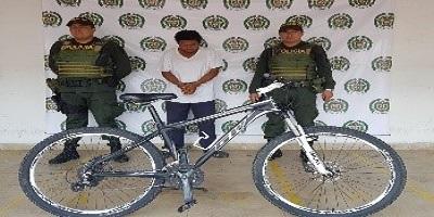 Dos personas fueron capturadas en las últimas horas por la comisión de delitos.