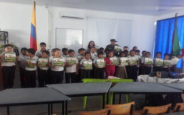 Policía ambiental Casanare comprometidos con la educación.