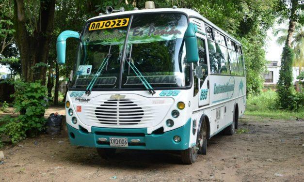 Transportadores escolares reclaman pagos de tres meses servicios prestados.