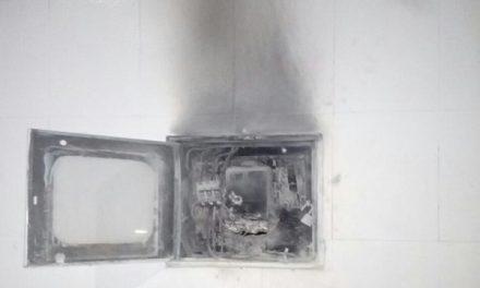Intento de conexión fraudulenta de energía en una funeraria generó corto y connato de incendio en Yopal.
